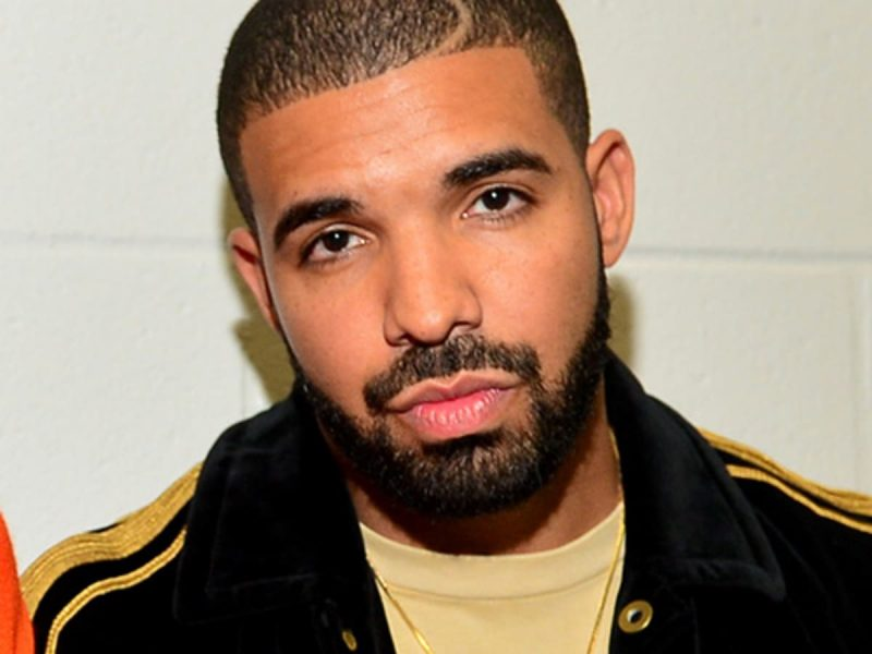 Drake Shows Off His Six-Pack In Latest Gym Selfie